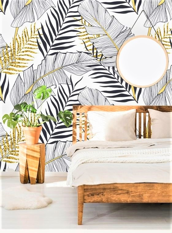 letto in legno con tessuti in bianco