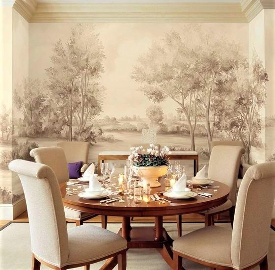 sala da pranzo con tavolo in legno e sedie beige