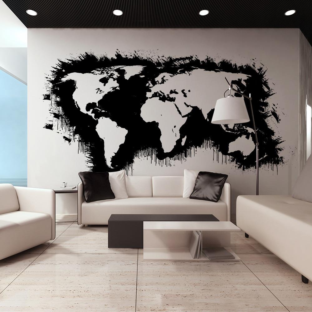 grande living con parete mappamondo