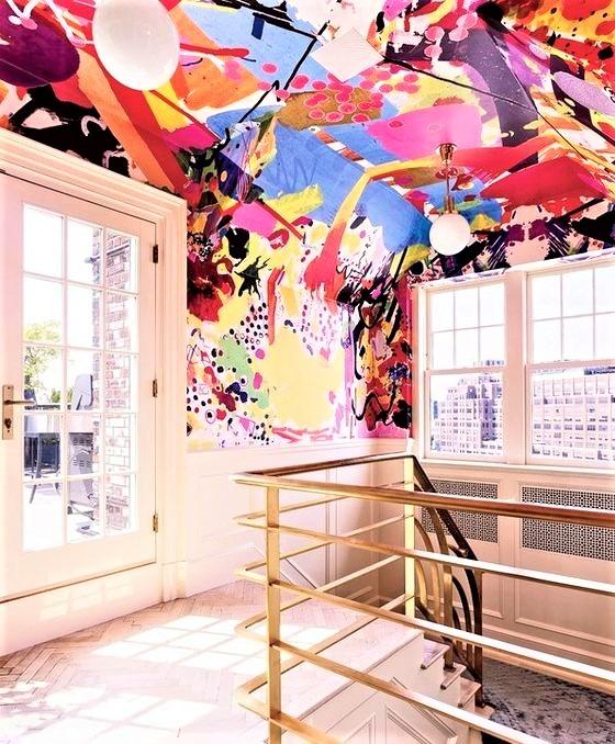 vano scala con soffitto dipinto