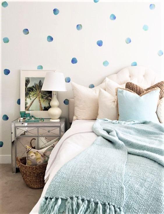 camera da letto con pois azzurri