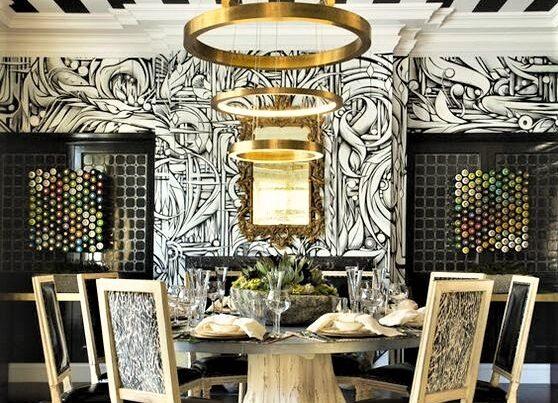 sala da pranzo con tavolo bianco xon carta da parati bianca e nera