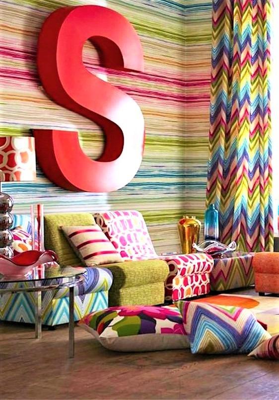 living con divano multicolor
