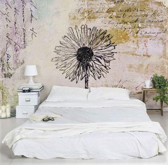 grande letto bianco con coperte chiare